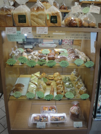「Little Breads To Go」内観 611147 2011年12月:小さなお店には小さなパンが沢山