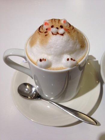 「Cheval Cafe」ドリンク 749318 3Dラテ 700円 猫 正面