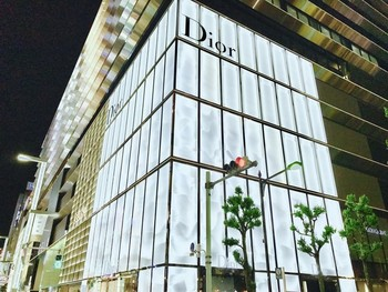 「Cafe'Dior by Pierre Herme'」外観 1222210 café Dior 1F入口(House of Dior Ginza)