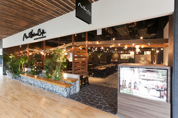 「Mano Kitchen Cafe <Meat Station>」 外観 75256393 解放感ある店内