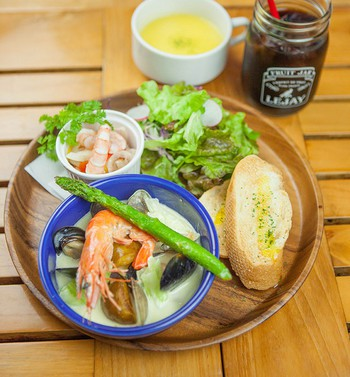 「OUTDOOR CAFE MEER LOUNGE」 料理 88612742 『ランチ限定』魚介ワンプレート